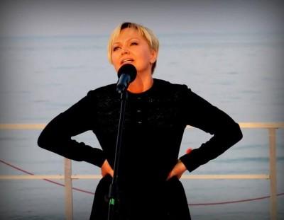 Dorota Lulka w spektaklu PIAF po polsku