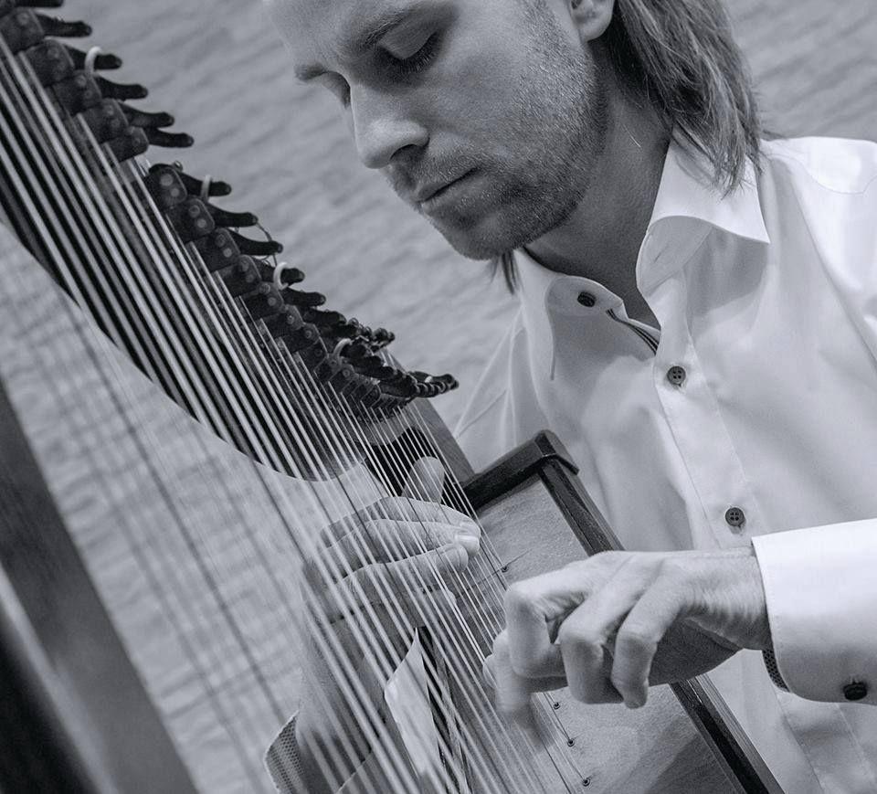 MICHAŁ ZATOR harfista